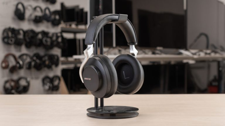 Best headphone for talking in a busy room-